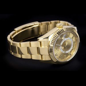 Skydweller yellow gold