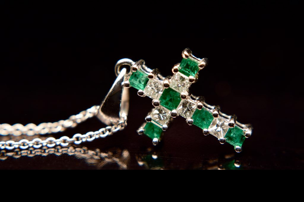 Emerald-and-diamond-cross-on-chain