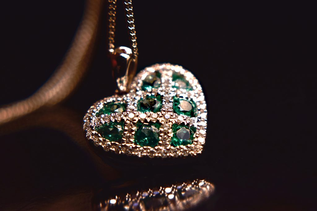Emerald-and-diamond-heart-on-chain